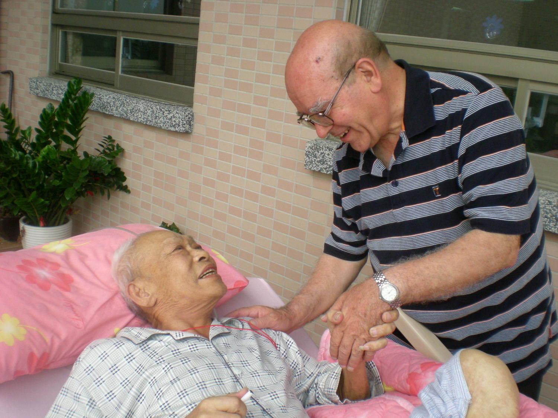 來台服務半世紀的老神父淚訴「救救義大利」 台灣人報恩,4天捐款超過900萬