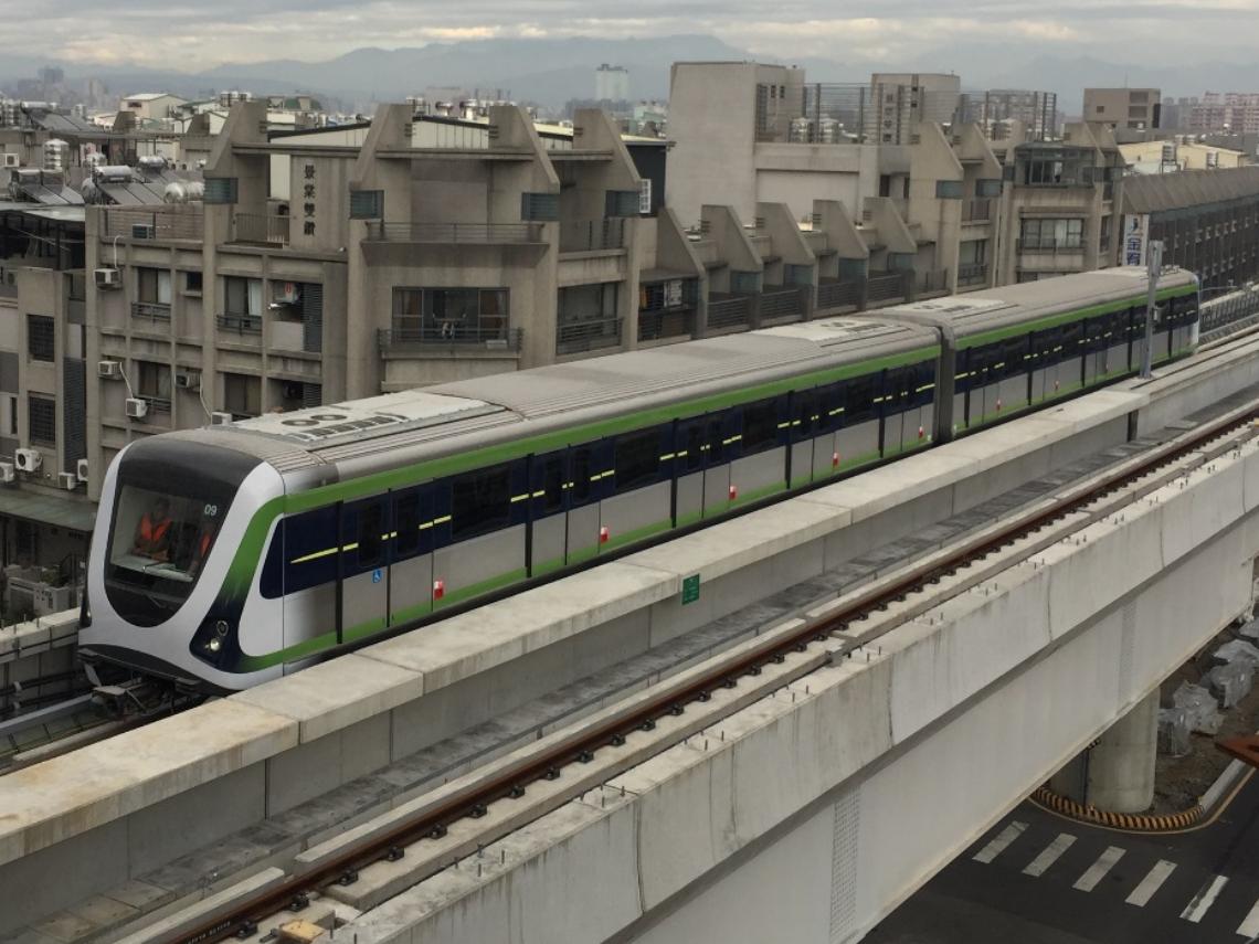 中捷綠線開通首日吸7萬人搶搭!列車開門時間過短惹民怨