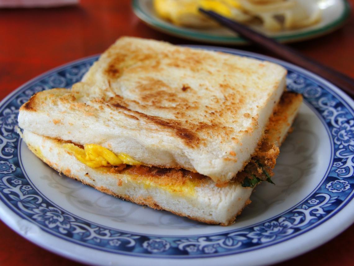 早餐店各式「蛋吐司」其實熱量超高? 營養師:「這口味」就含有相當一匙半的油