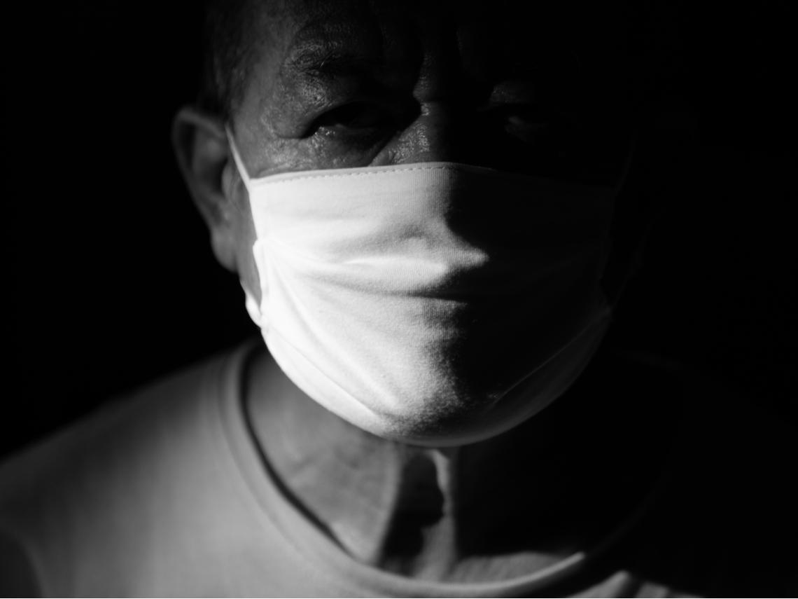 防疫最怕老鼠屎…為何總有人不戴口罩、輕信謠言?看完這個蠢蛋搶銀行的故事就秒懂