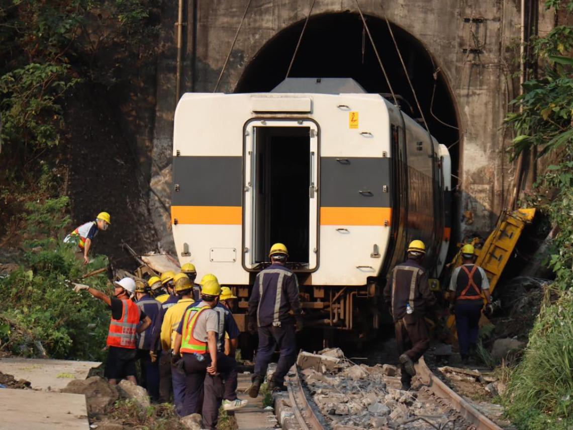 撞擊是必然!反應時間甚至還不及列車煞停的一半  運安會:事故前4秒司機全力煞車 、多次鳴笛