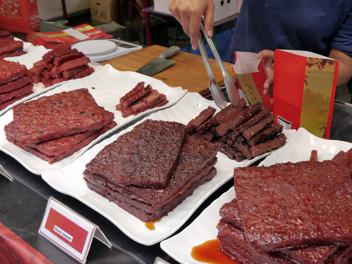 喜歡吃肉乾! 28歲女確診大腸癌 醫舉研究曝「恐怖風險」:自己愛吃也都戒掉了