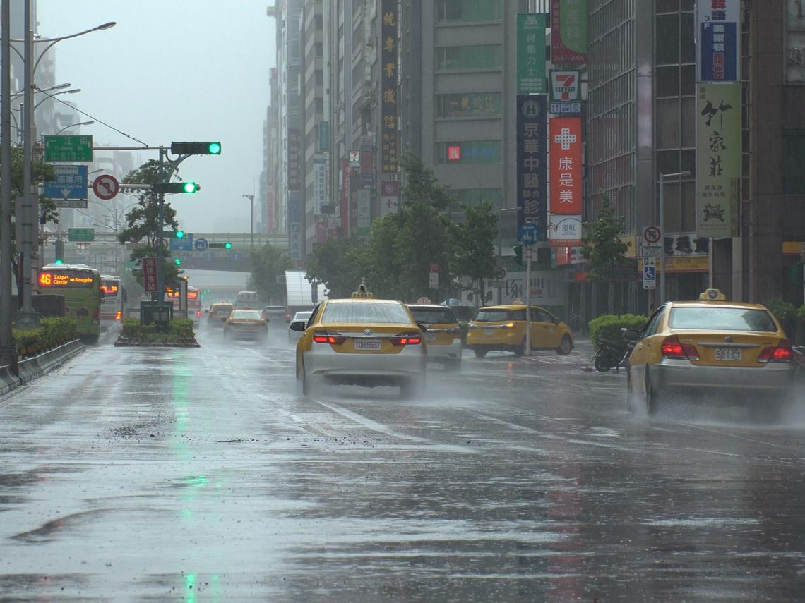 雨用倒的!全台19縣市大雨特報 下週這幾天也會下雨