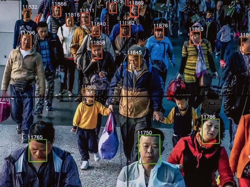 黑鏡真實上演》杭州人搶著捐血、上千萬人被禁買機票...恐怖的中國「社會信用評分」