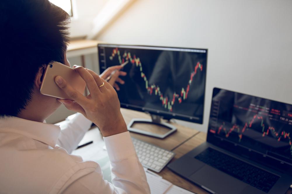 外資今年狂賣165萬張》友達、群創股價跌到史上低點 究竟可不可以買?