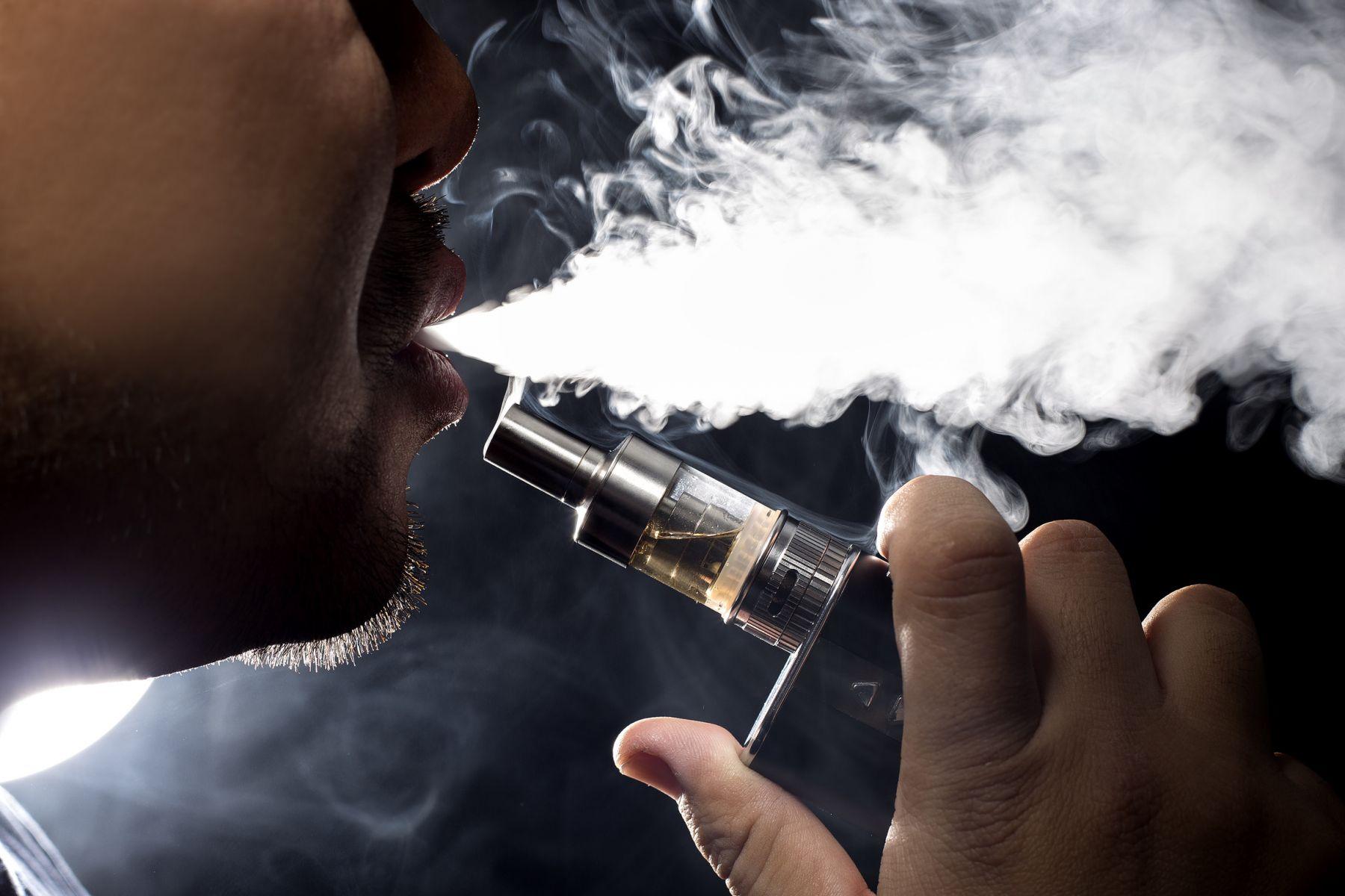 電子菸致神祕肺病!研究:無尼古丁也很毒,吸一次影響血液循環