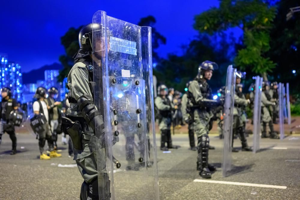 安居樂業已是夢想?不能相信警方、不能躲避黑道、不能仰賴政府…香港已成殺戮戰場