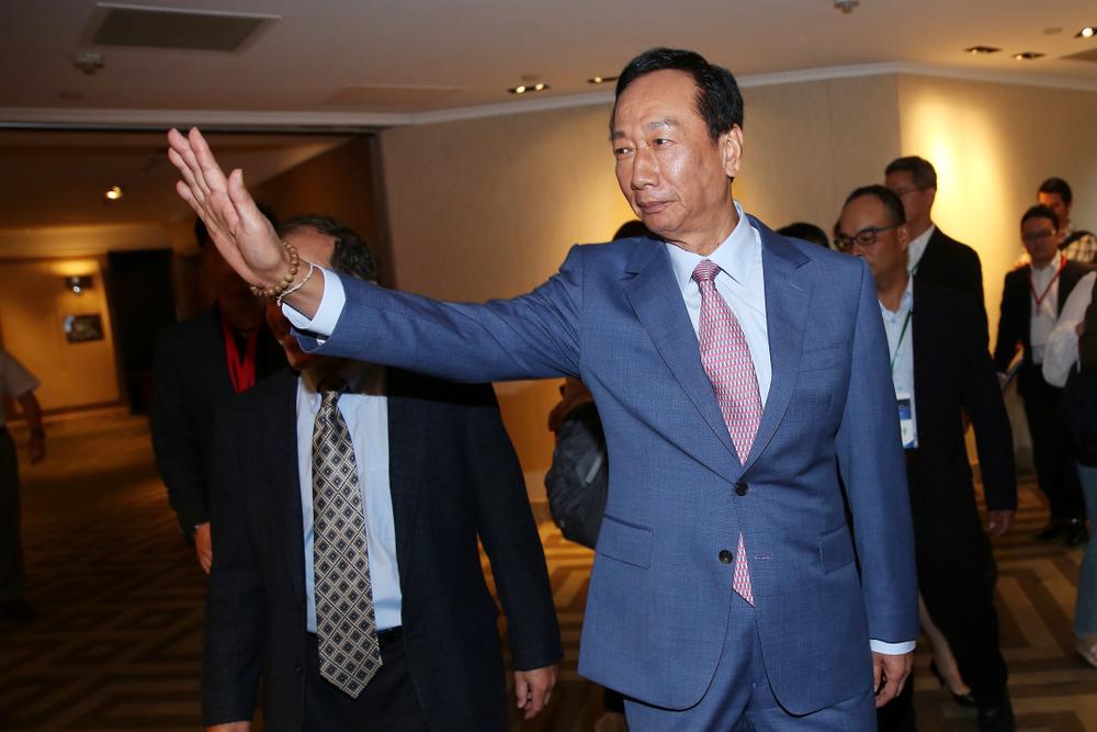 鴻海出售超視堺 王志超賣群創股票解任董事 鴻海集團面板布局何去何從?