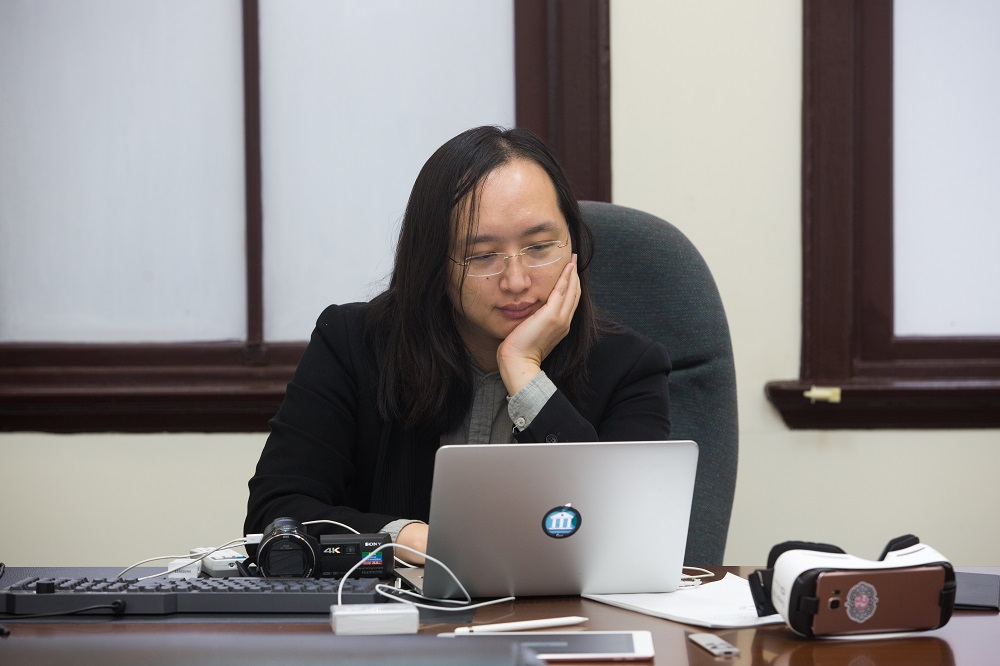 獲日媒讚爆天才IT大臣 唐鳳謙虛:歸功於「他們」,還有辛苦的「這群人」