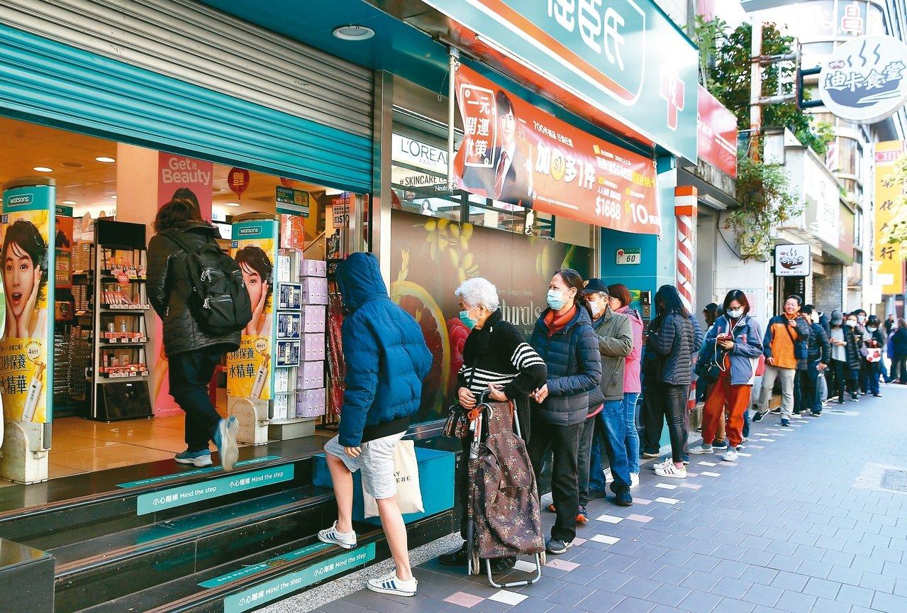 台灣人瘋搶口罩…抗煞專家:實在看不懂 目前狀況根本不用戴