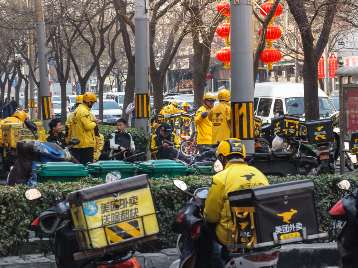 阿公用App訂菜 上班族在家視訊會議 8歲小孩線上看教學直播 一場武漢肺炎逼出中國的「非接觸經濟」