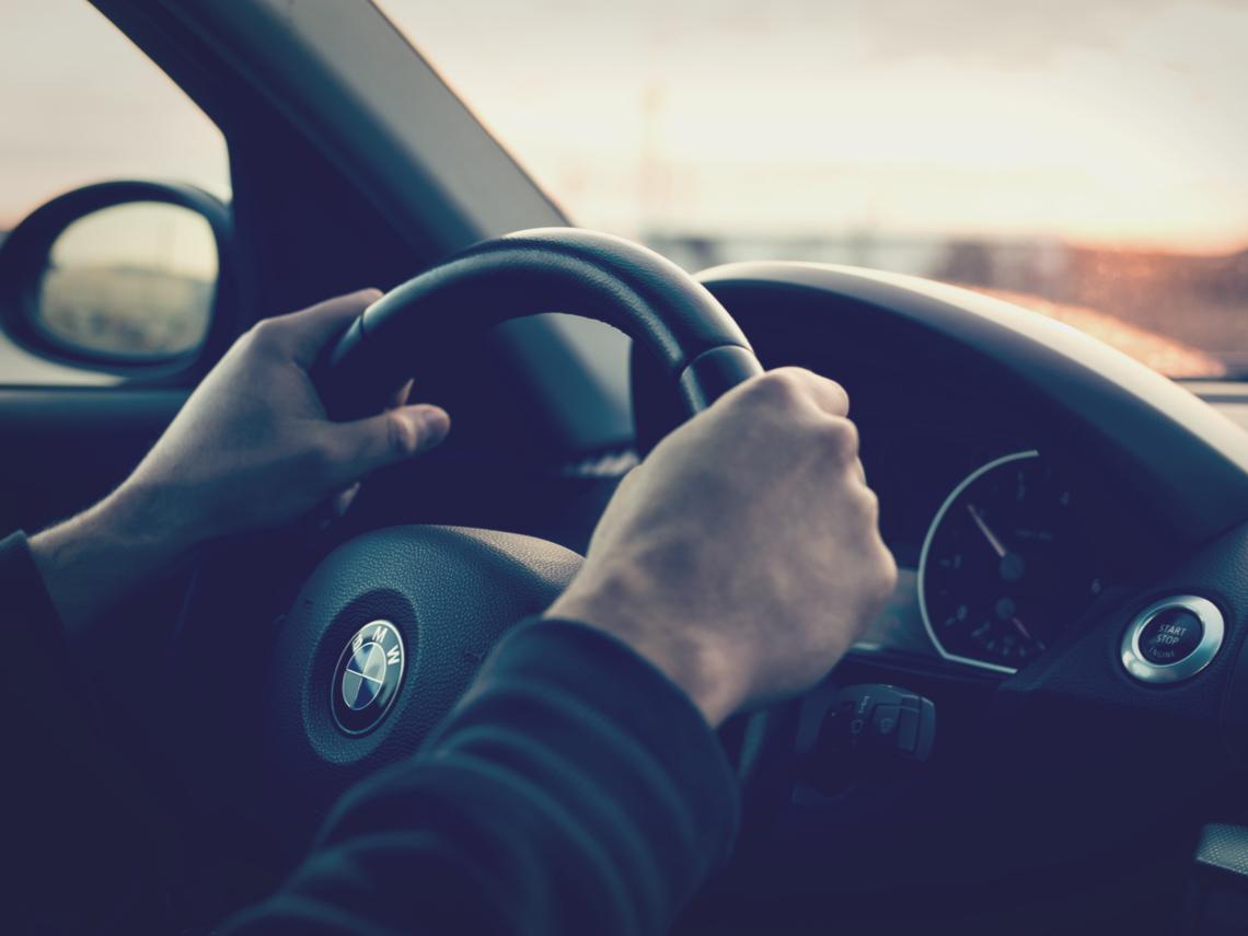 從MARCH換開BMW...他每晚花2小時做這件事,2年後升處長:下班後做什麼,決定你的未來