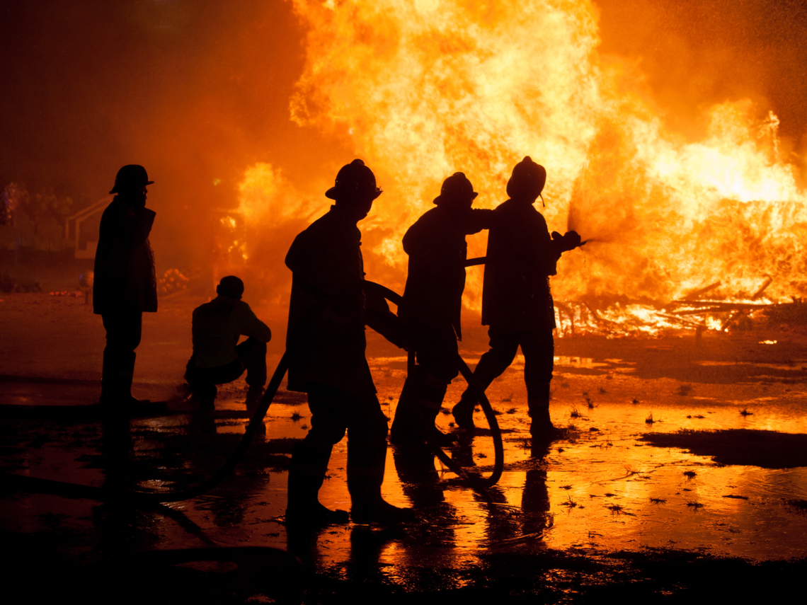 「消防人沒權利選擇戰場...」鋰電池爆炸傷10名消防員後,我們更該關心的3個問題