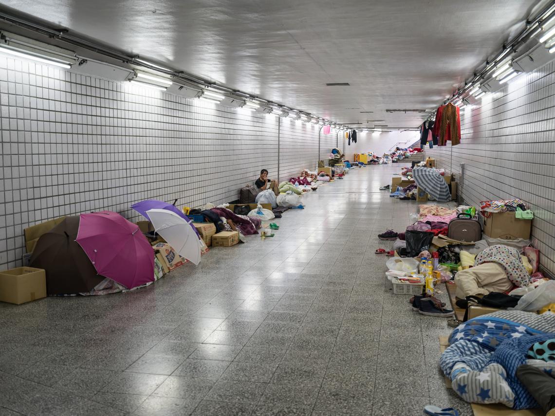 從國外留學回來的董事長、工程師卻變遊民睡在街上...人生落魄,只是一夕之間