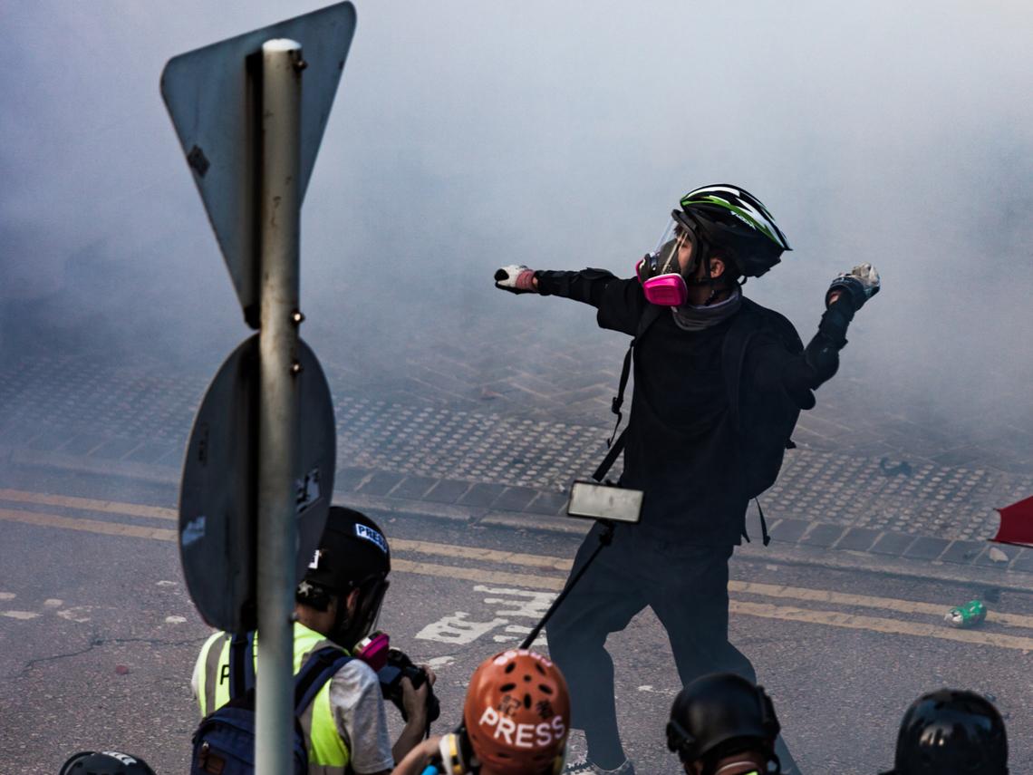香港反送中疑「被墜樓」》1997年生的他,死在黑暗的停車場