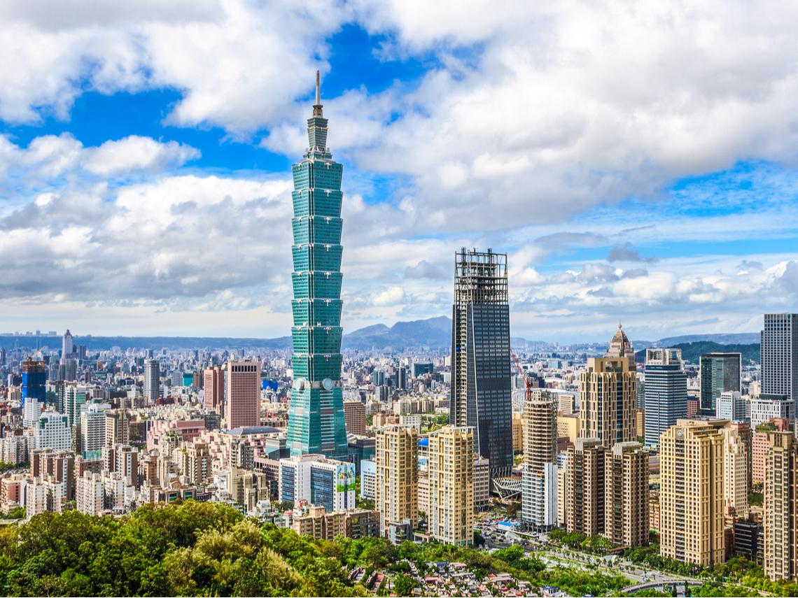 為什麼台灣 GDP 持續成長,薪資卻沒有成長?台灣應該發展「這個產業」才能突破困境