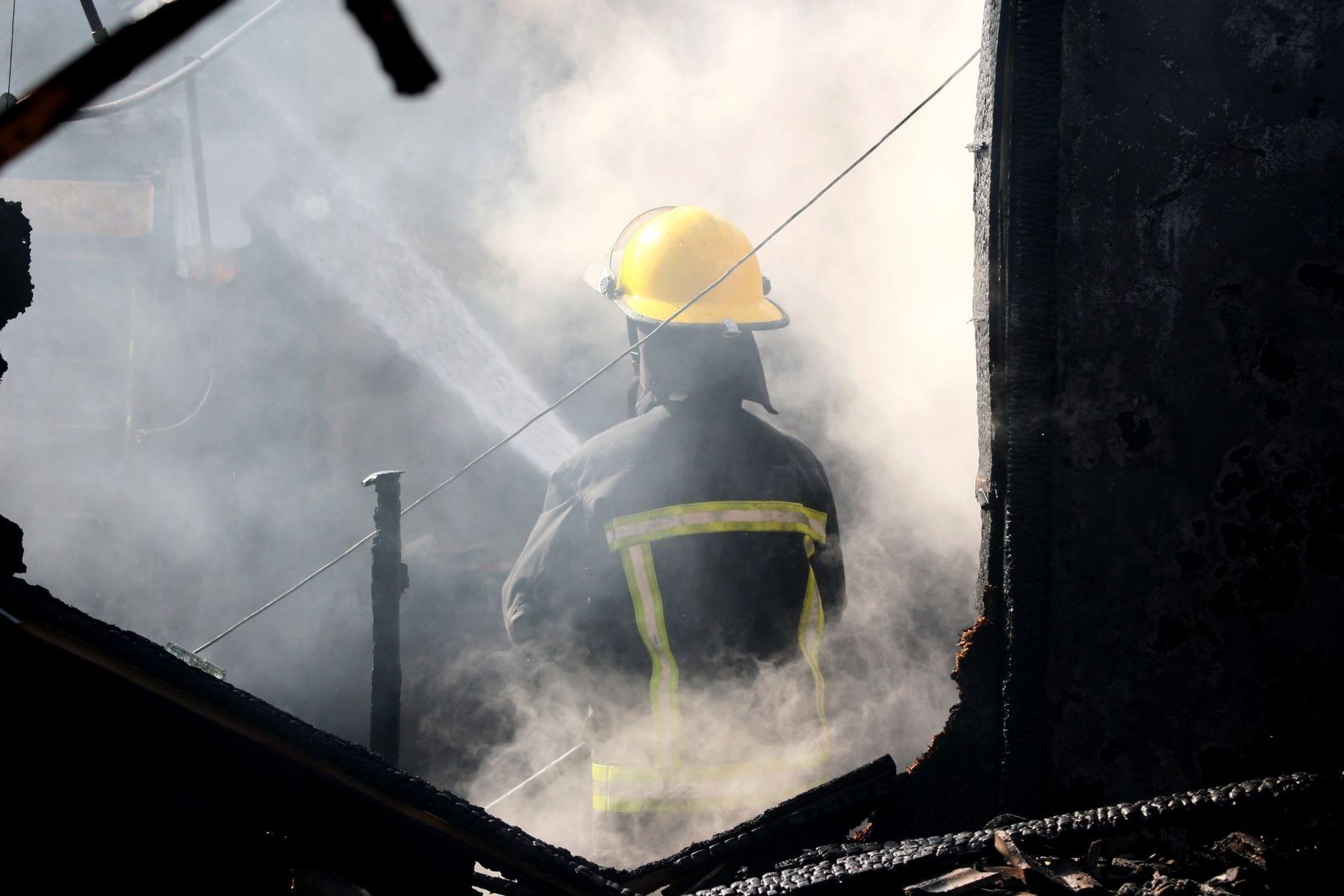 最怕7種火警現場,鐵皮屋是第一名!資深消防員:鐵皮屋像地雷,一燒起來就很猛