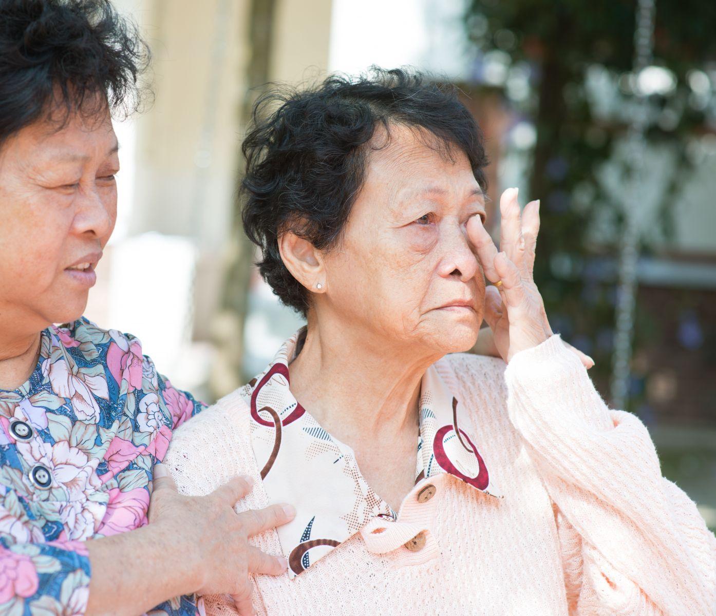 那天,我打了失智母親一巴掌!一個50歲孝子的告白:我的孝順已經到了極限