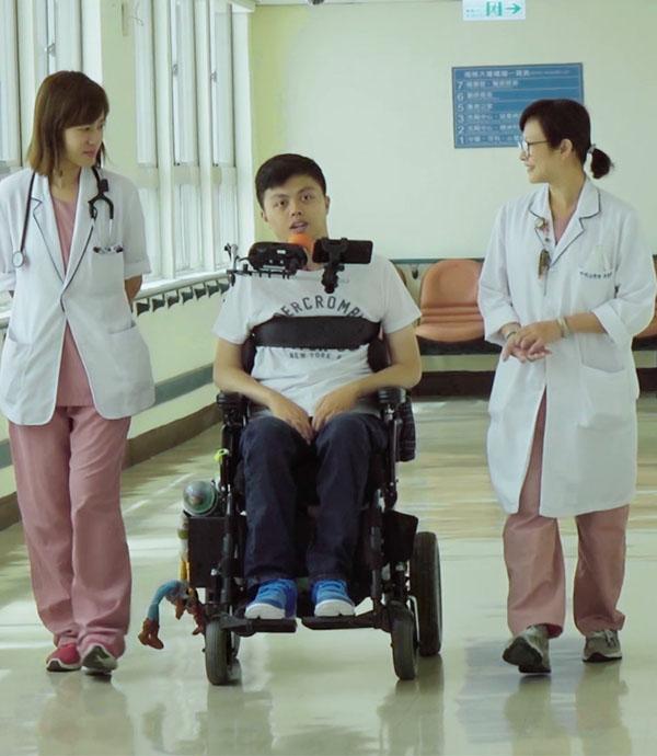 二十歲全身癱瘓 他卻激勵無數人活下去