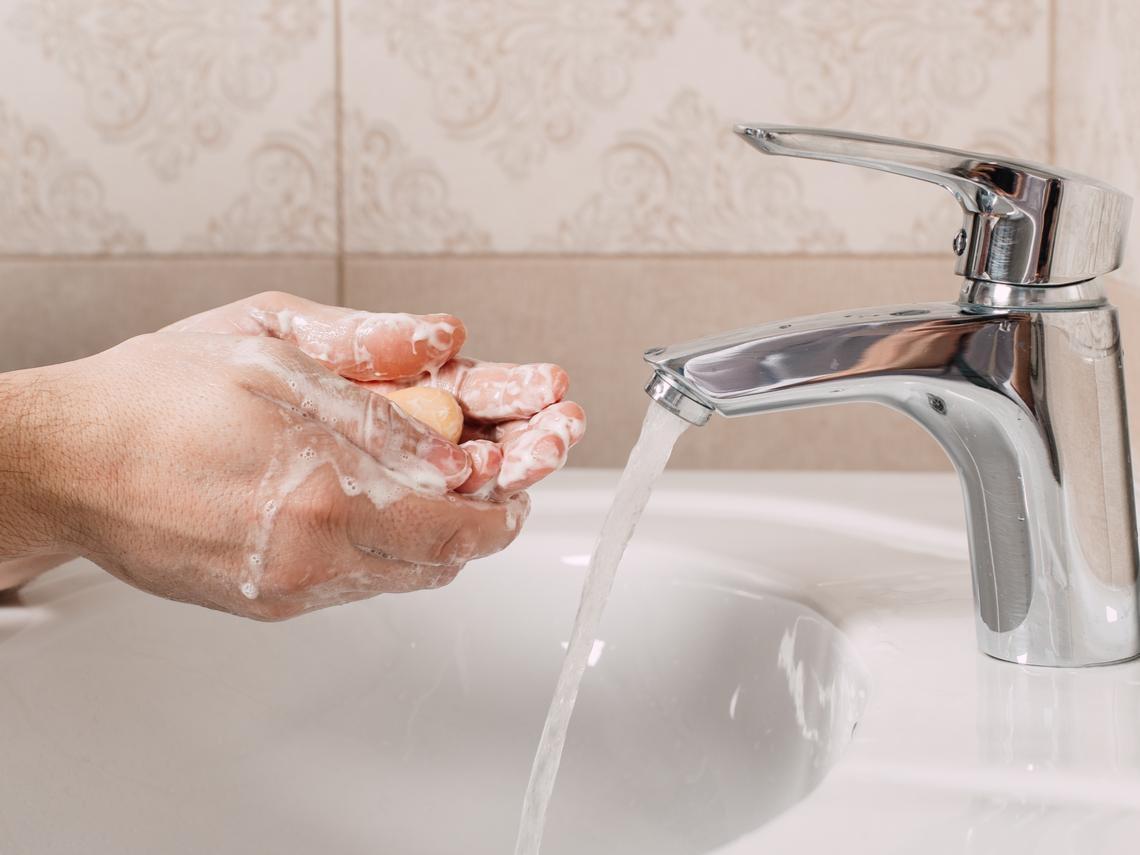 武漢肺炎》濕洗手、乾洗手哪個好?醫師:掌握8大洗手時機,有效遠離病毒