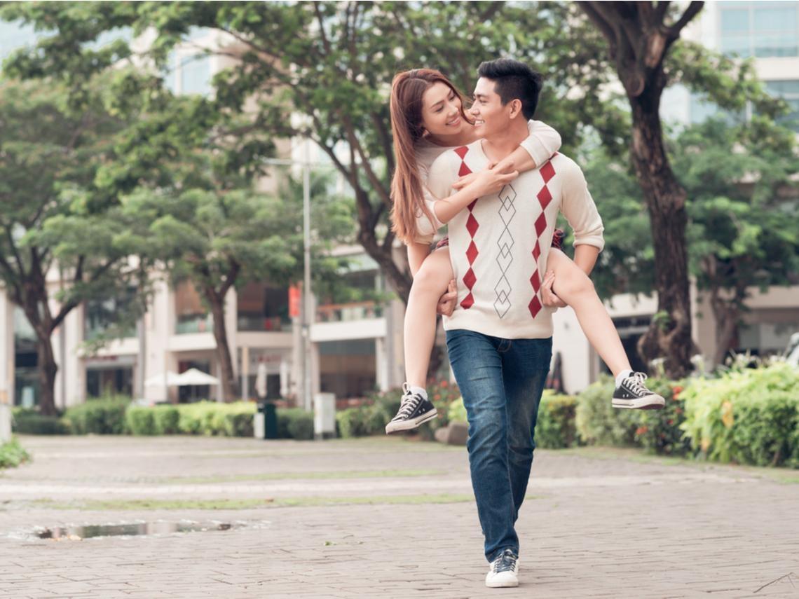 愛情需要承諾,但承諾不等於婚姻!40歲後幸福快樂,你需要的不是玻璃般的親密關係