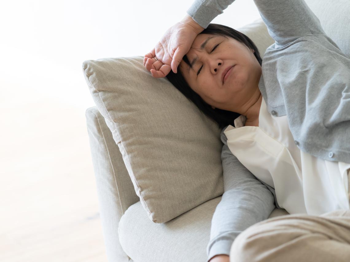 50歲後體力差、夜間盜汗,竟是淋巴癌?初期症狀不明顯,醫師:4徵兆要注意