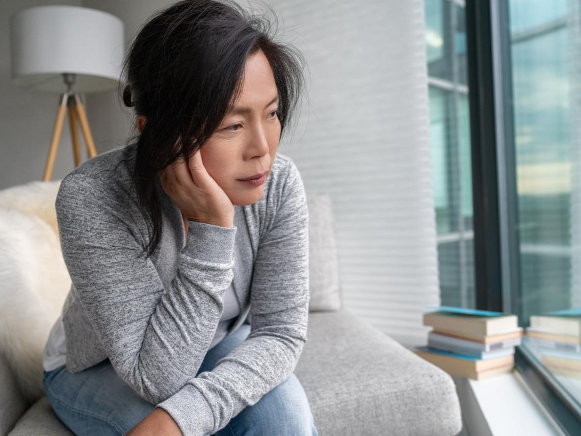 長期失眠、胸悶,退休後才知是憂鬱症 醫師:女性風險較高,注意6個症狀