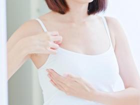 乳頭有分泌物,是乳癌的前兆嗎?醫師:這1個症狀是判斷關鍵