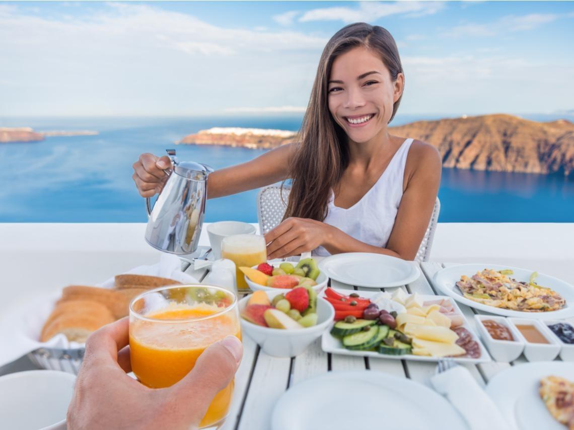 女性容易失智?50歲後要注意!除了地中海飲食,這「兩種」飲食法,有助降低阿茲海默症