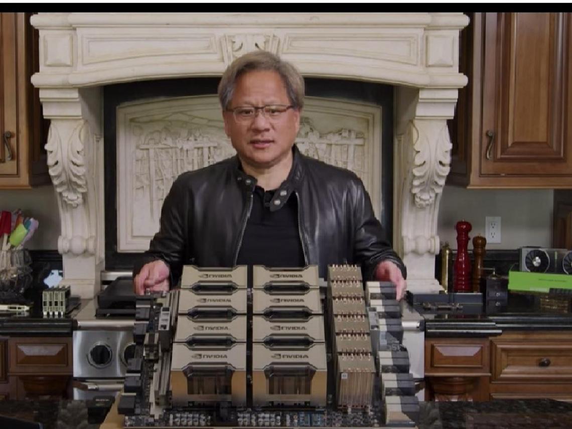 從烤箱拿出「全世界最大繪圖卡」!輝達執行長黃仁勳介紹新產品A100,熱騰騰出爐