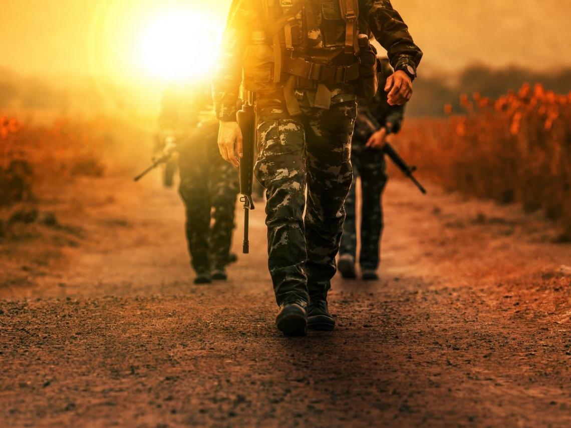 解放軍步步逼近,要如何應對?