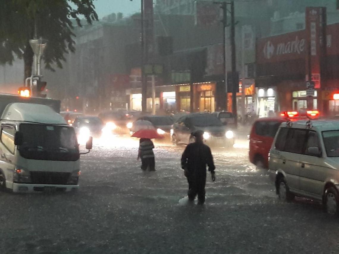 西半部今午後雨勢明顯、越晚越大 彭啟明:明恐達豪雨至大豪雨等級