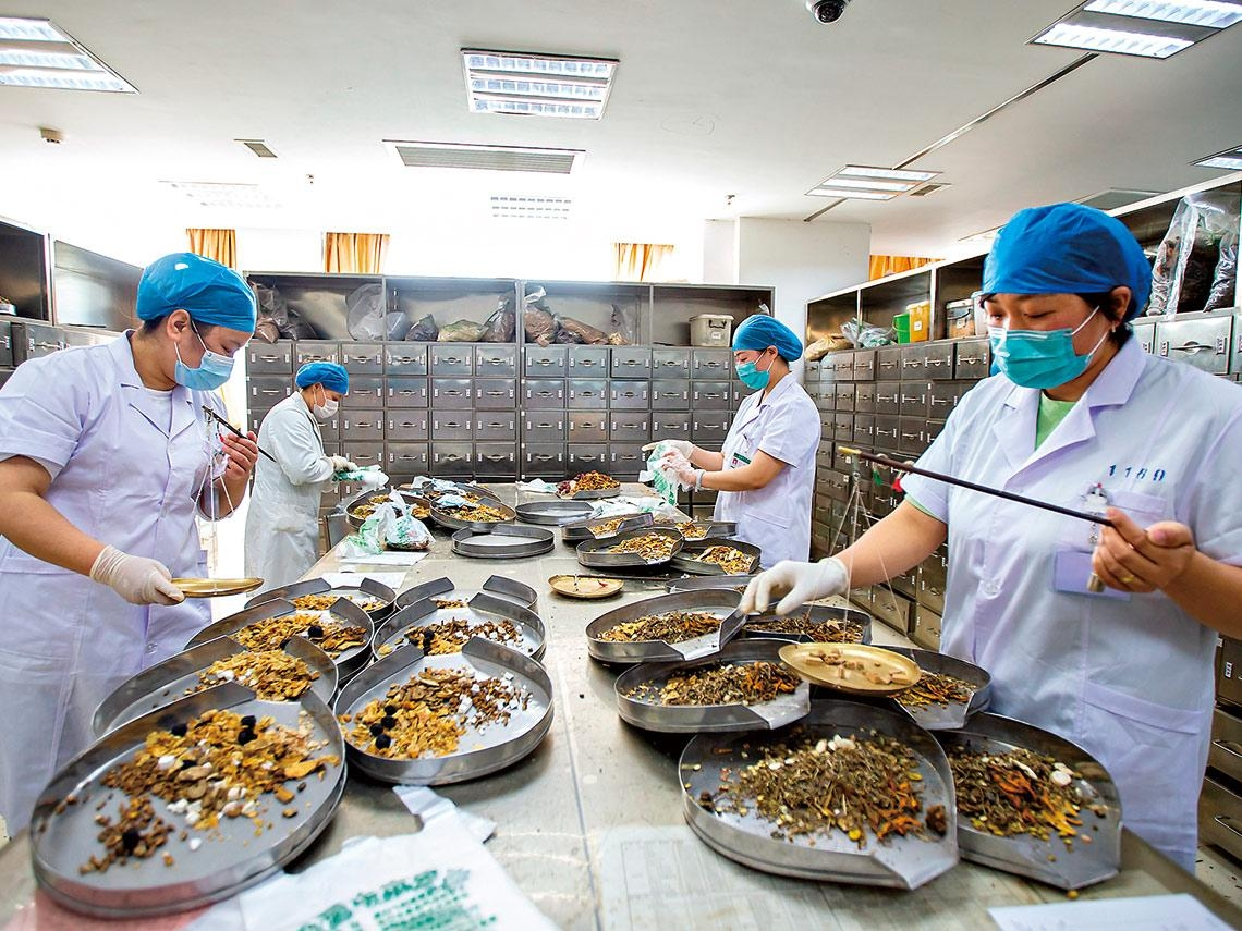 臨床中西合治  病患兩天退燒、恢復味覺 破解新冠疫情  台灣中醫祭出四帖藥