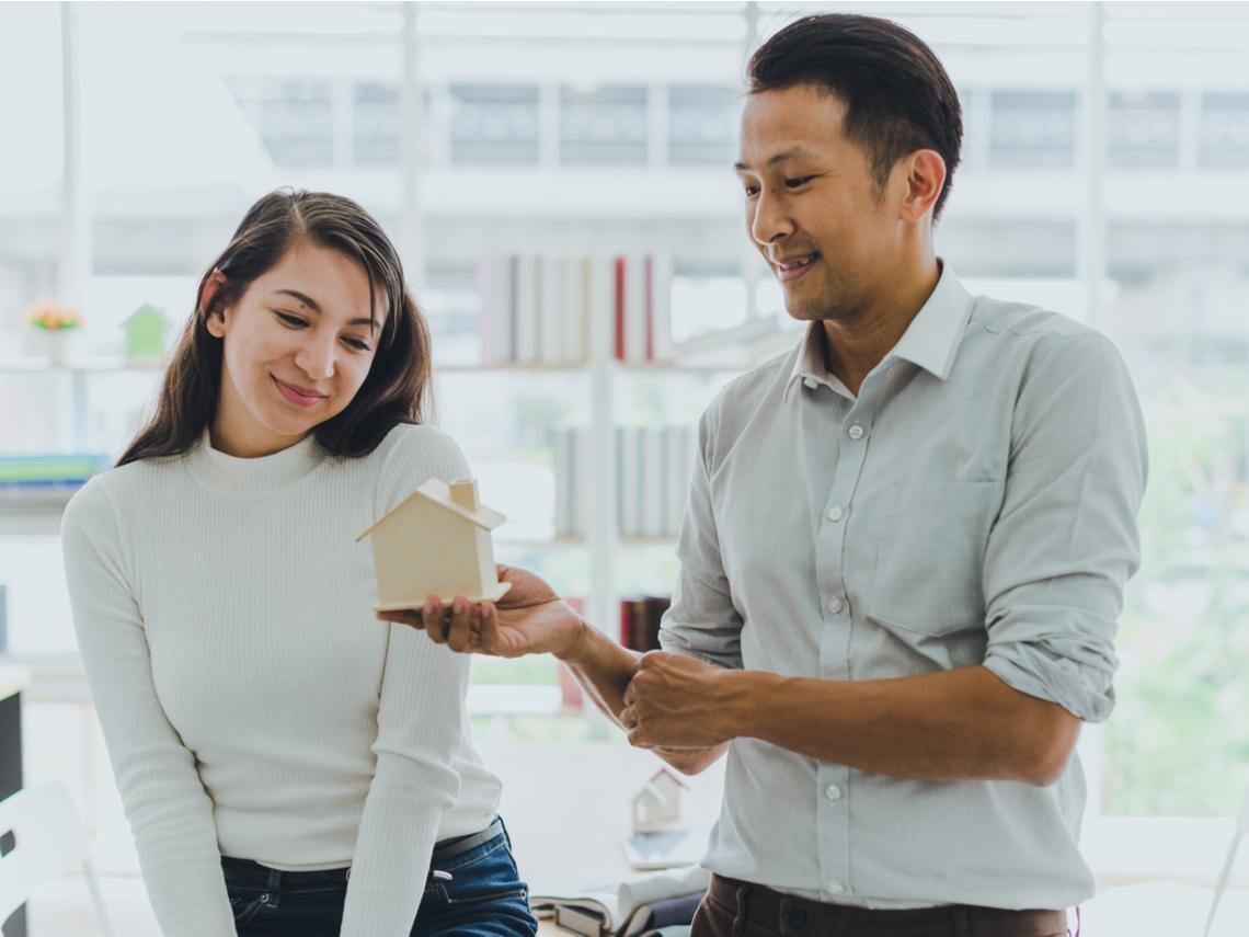 「爸媽也是為了我好...」女友哭著央求婚前買房登記她名下,35歲竹科男苦惱該怎麼辦?