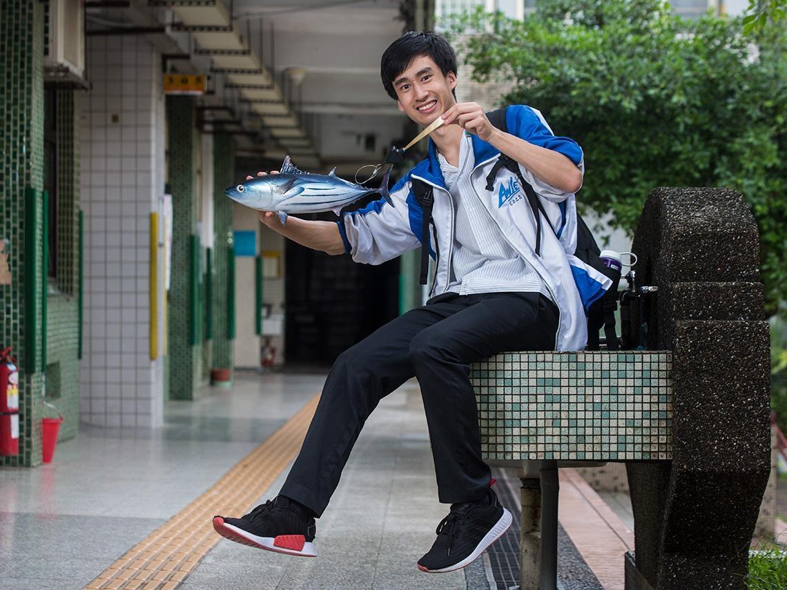 魚游得比水流快,為何不能用來發電?這位台灣高中生成功「用魚發電」征服國際科展
