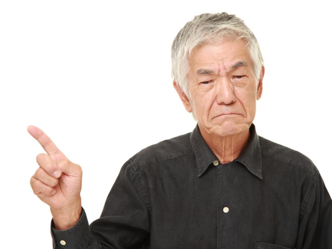 「我孫子出事的話,你要負責嗎!」為什麼越來越多老人,成為服務員眼中的銀髮怪獸?