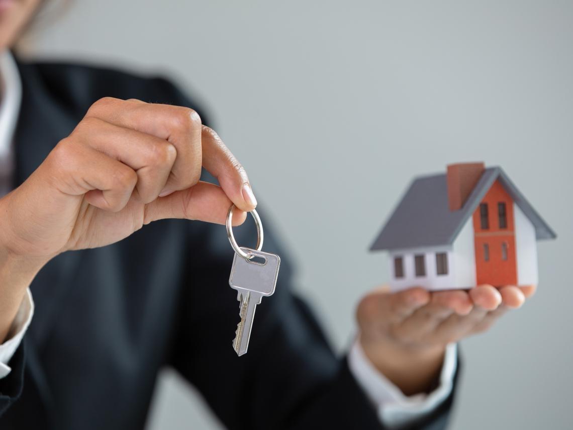 別家房仲說屋主850萬就會賣,我卻出了900萬...買貴了嗎?第一次買房,你一定要搞懂的「房仲心機」