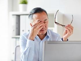 突然出現飛蚊症,當心是「視網膜剝離」 醫師:5種人是高危險群