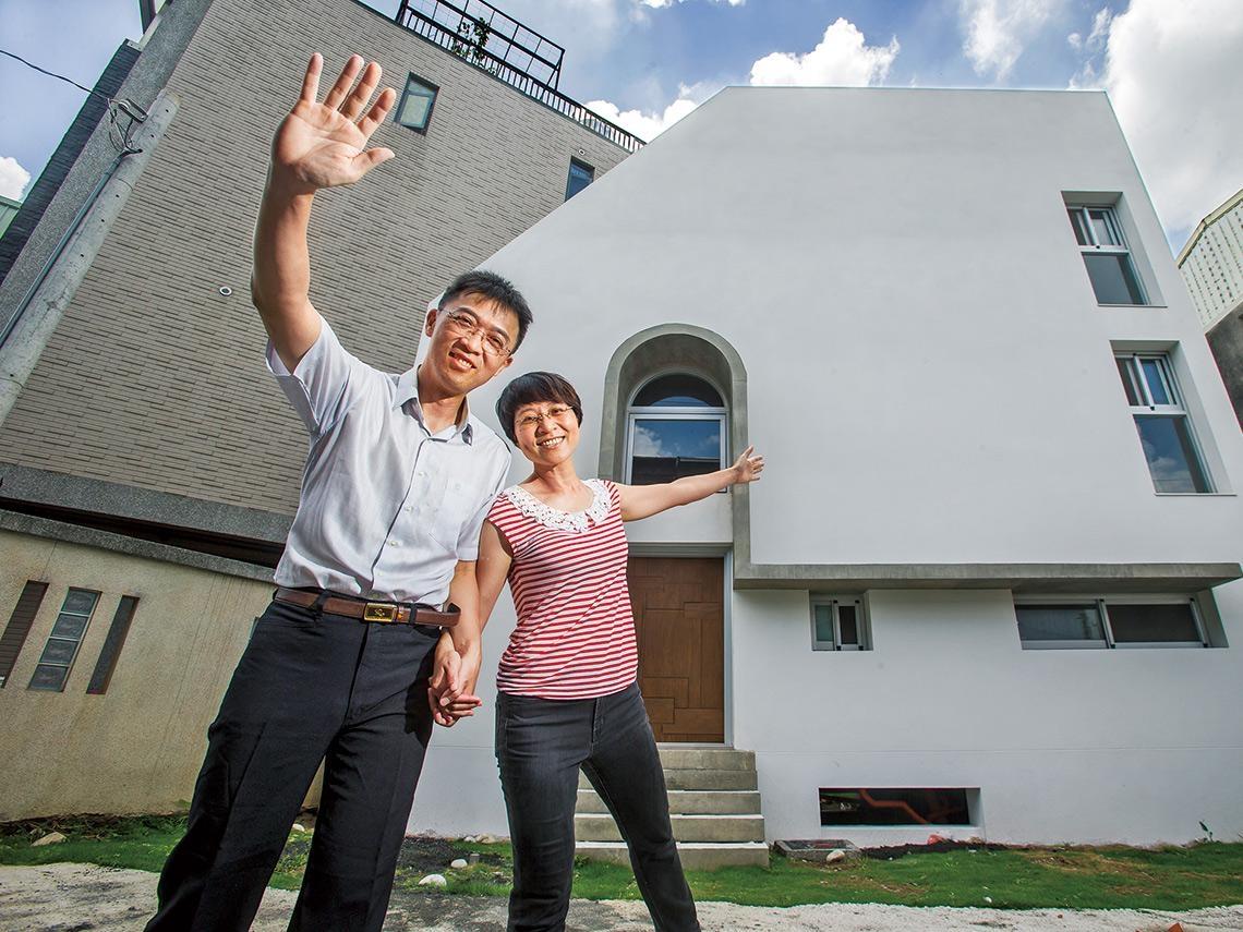 台中市東區 /上班族夫妻 在三角畸零地蓋採光美宅