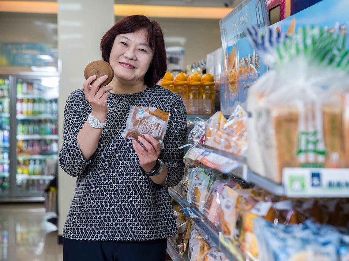 為何全家這款鬆餅能年銷800萬袋?揭密從咖啡熱潮到麵包狂銷的經營心法