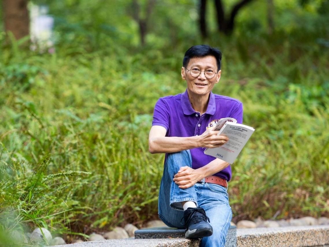 退休教授每年輕鬆領200萬股利!他用8020法則聰明選股:「少,但是更好!」