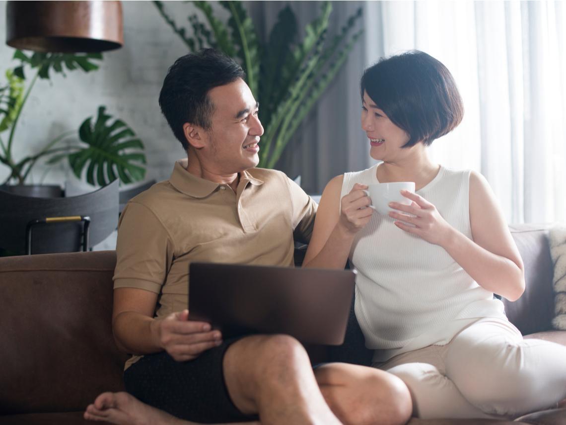 退休丈夫像「大型垃圾」,愈看愈討厭?妻子2招改造老公,相看才能兩不厭