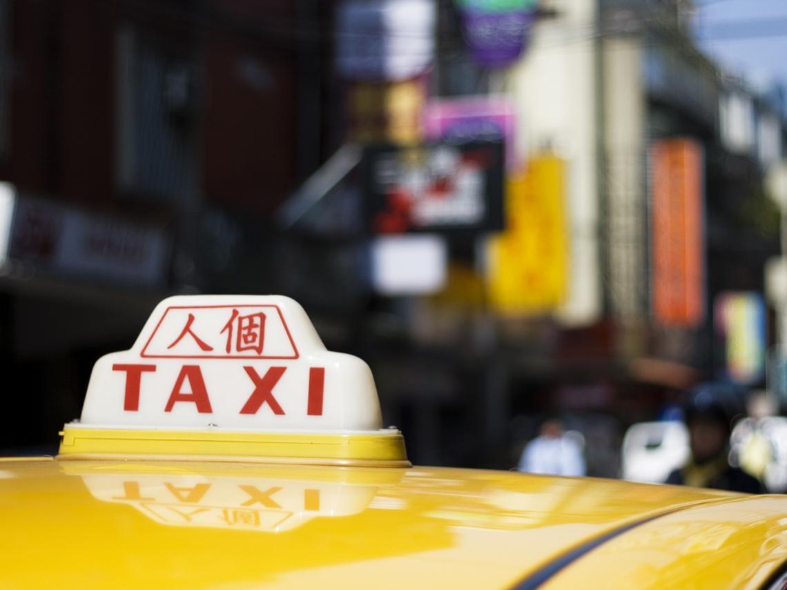 從月賺50萬的輪胎老闆,淪為一天開18小時的計程車司機...他苦扛一家四口生計:每月開銷10幾萬怎麼省?