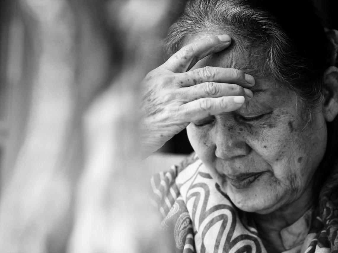 65歲富婆坐擁6千萬資產,爽住海邊別墅,退休10年把錢花光:做錯這件事,害她晚景淒涼