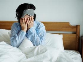 常疲倦、焦慮,可能是「巴金森氏症」前兆!醫師:別輕忽這9個症狀