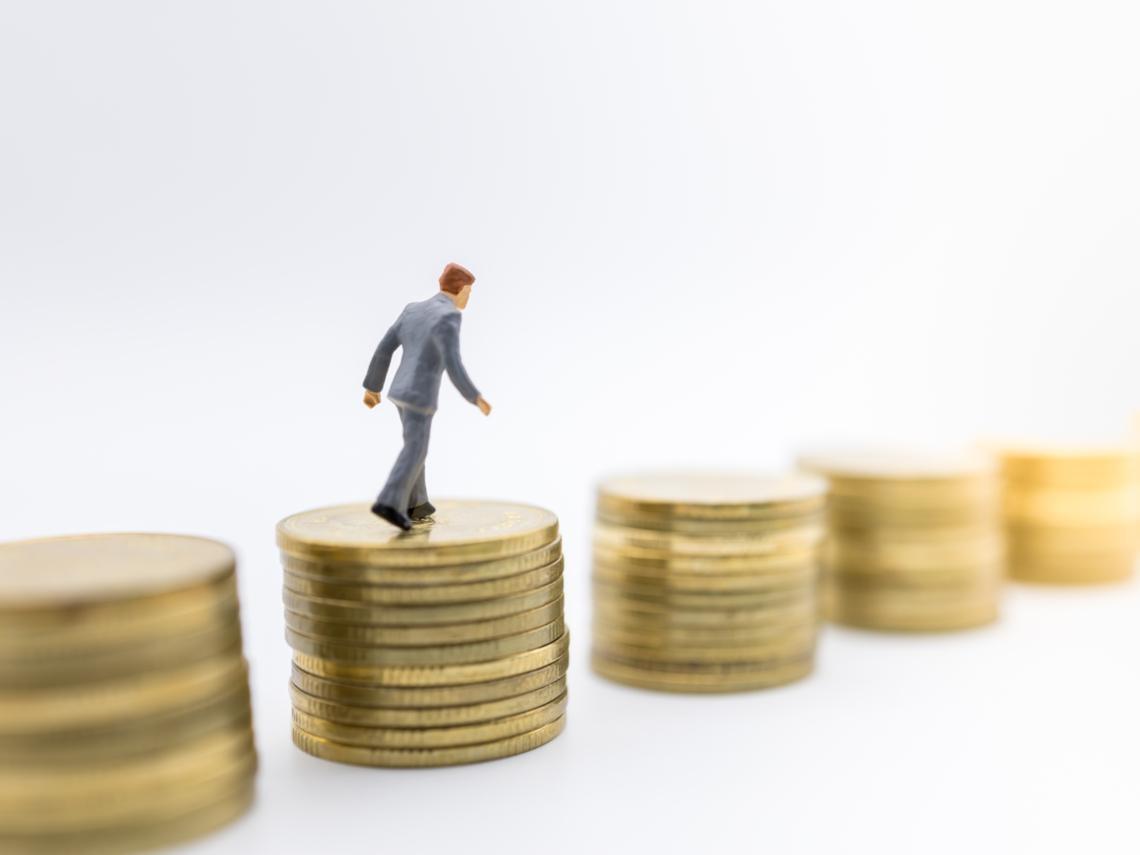 不到40歲,高中老師用死薪水滾出3千萬!寫給投資新手的9個致富法則