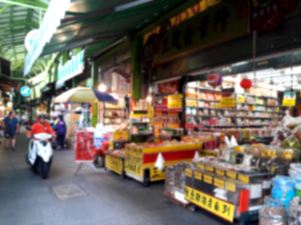 附近有全聯、7-11...為什麼「巷尾的雜貨店」生意一直都很好?從阿嬤的顧店方式看:做生意的眉角