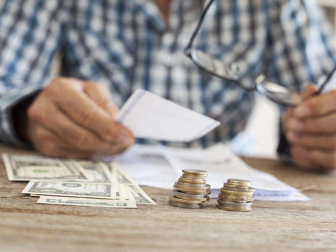 55歲提早退休,老年年金會差多少錢?不想被占便宜,領「勞保年金」一定要注意這件事