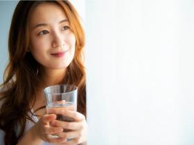 頻尿、下腹疼痛,是膀胱炎警訊!醫師:多喝水少憋尿,5個生活習慣是預防關鍵