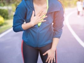 夏天水喝不夠,心肌梗塞風險增!醫師:心肌梗塞不會痛,注意這7大症狀